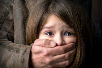 Bé gái lớp 1 bị bắt cóc giữa trung tâm ...