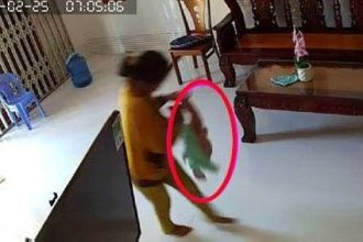 Bố sốc thấy con 8 tháng tuổi bị giúp việc ...
