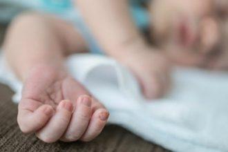 Bé 4 tháng tuổi chảy máu não vì bị rung ...