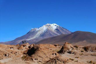 Bể nước 1000 độ C dưới núi lửa Bolivia ...