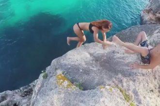 Cố tình đẩy bạn gái xuống biển khi cá mập ...
