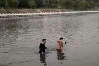 Bé 7 tuần tuổi bị người lạ ném xuống sông ...