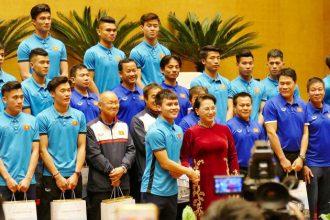 """U23 Việt Nam """"TỰ CHIA"""" tiền thưởng"""
