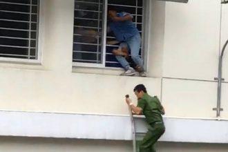 Gay cấn: Cảnh sát giải cứu sinh viên Sài Gòn ...